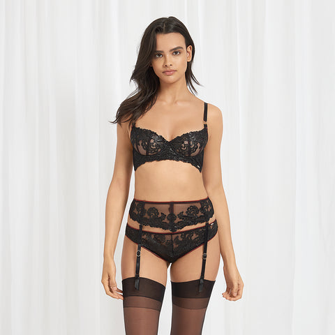 Mara bra, suspender and brief