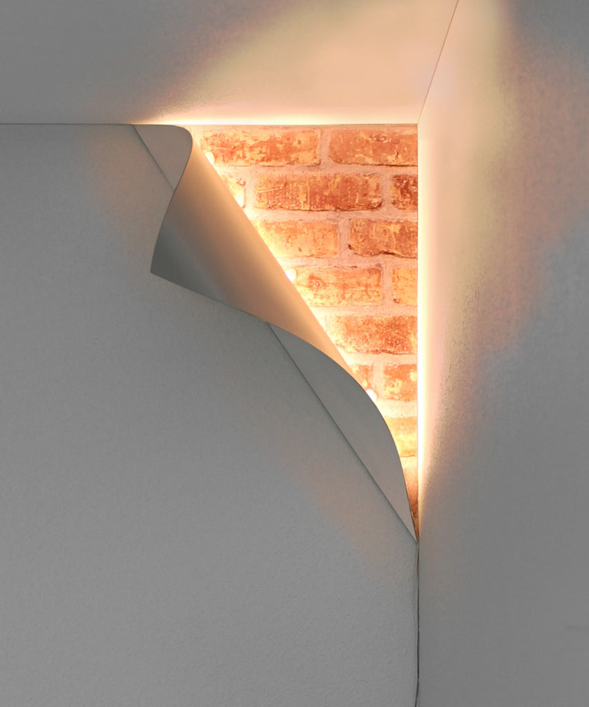 """Big Reveal"" LED Corner Light 18"" White Curved Metal"