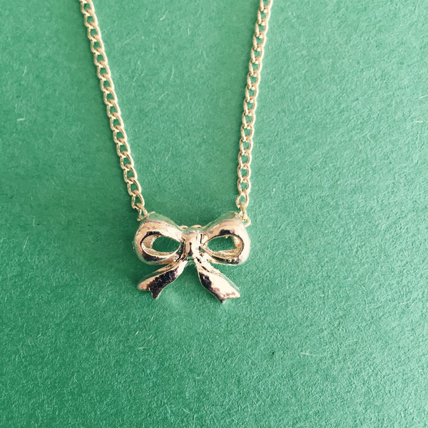 DAINTY RIBBON PENDANT - Purple Lily