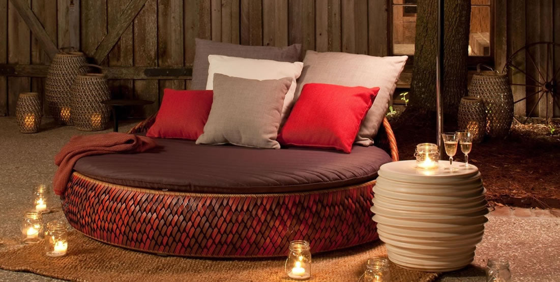 DEDON wicker bed