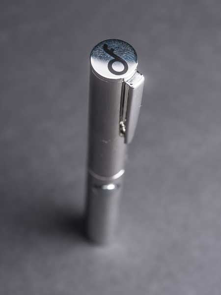 THE EXECUTIVE VAPORIZER • WHITE GOLD