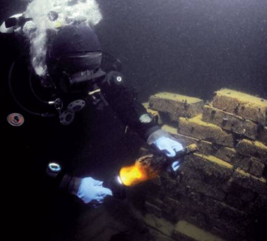 veuve_clicquot_champagne_that_has_spent_170_years_in_a_shipwreck_goes_on_auction_6otc7