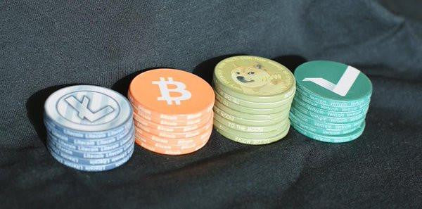 Pinkcoin White Poker Chip