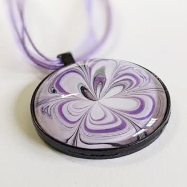 marbled floral pendant necklace