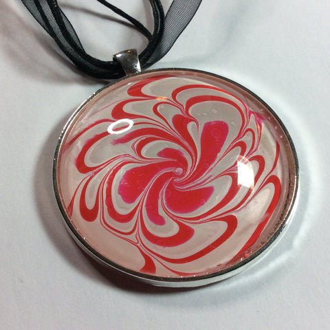 Round Pendant Necklace, Red and White