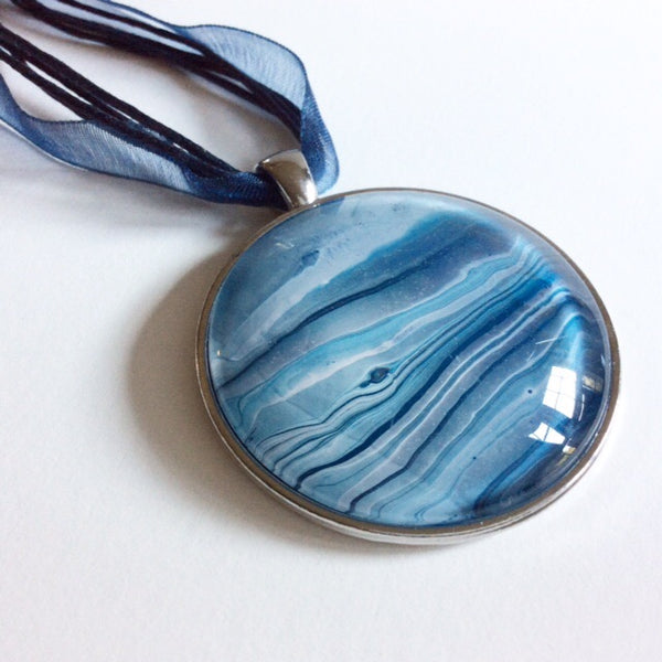 watermarbled ocean scene pendant necklace