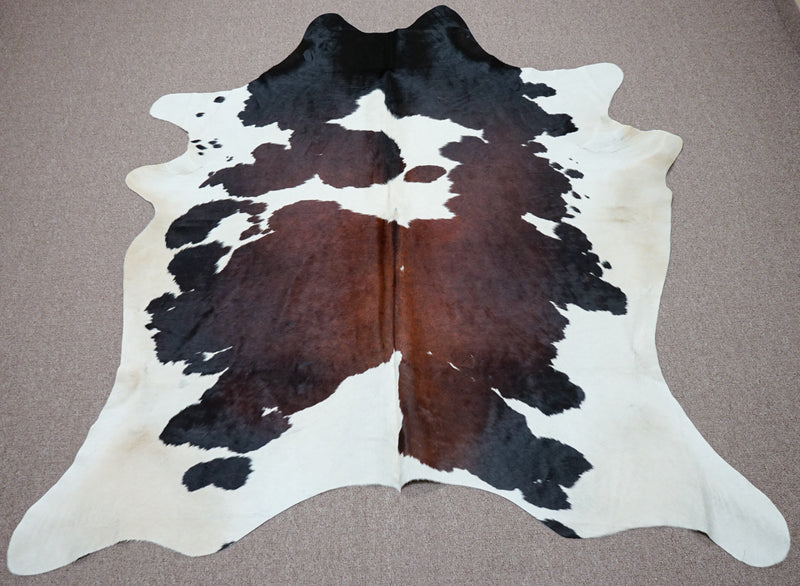 Large rustic style exotic Cowhide rug 6.10 X 7ft -3842