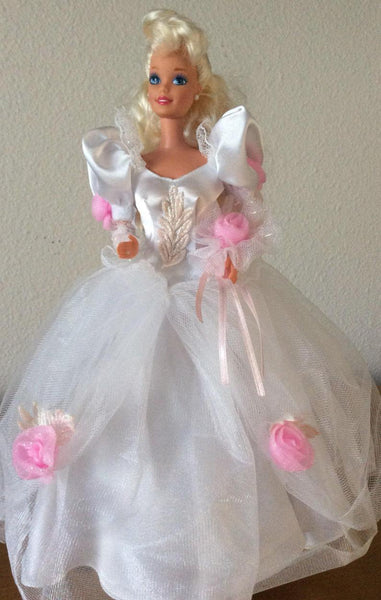 Romantic Bride Barbie - Vintage 1992