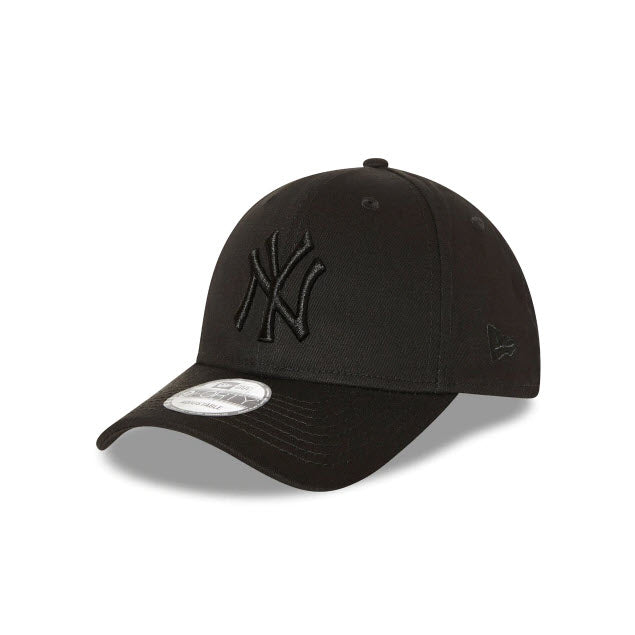 New Era New York Yankees Black on Black 9FORTY Strapback Cap
