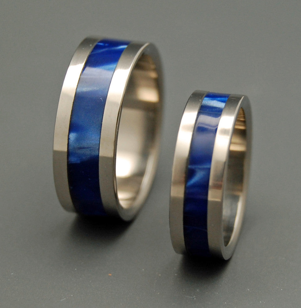 UNDERWATER LIGHT | Sapphire Blue Resin & Titanium - Unique Wedding Rings - Wedding Rings Set - Minter and Richter Designs