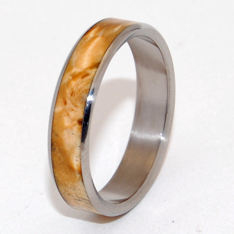Honey toned. Beautiful Clear Box Elder glows as a center inlay for this wedding band. With fully rounded edges, nicely polished with a bright mirror finish. Divine!