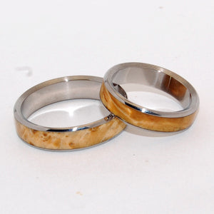 Honey toned. Beautiful Clear Box Elder glows as a center inlay for this wedding band set. With fully rounded edges, nicely polished with a bright mirror finish. Divine!