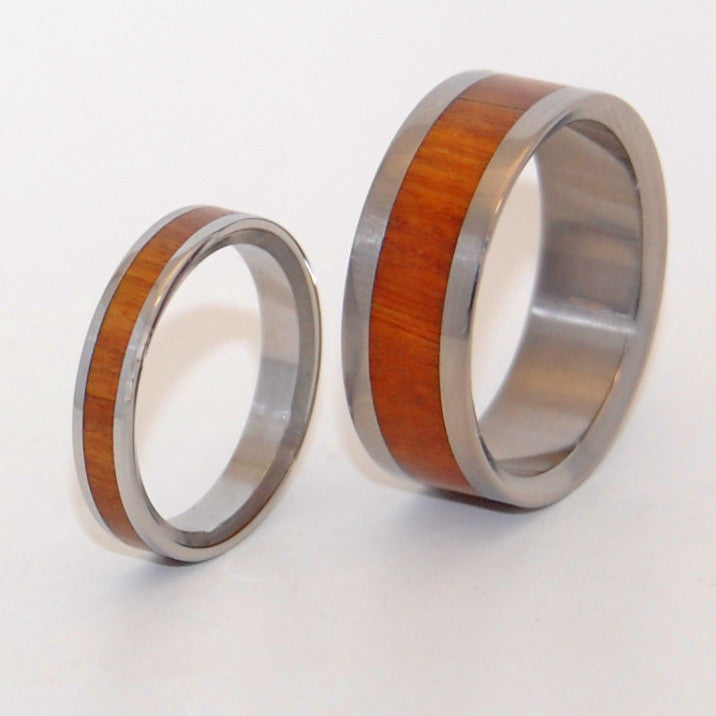 Auri Bliss wedding ring set features a center inlay of Ancient Kauri in each band. The smaller band, 3mm, is inox steel and our larger band is titanium. Both bands complimented nicely with a mirror finish.