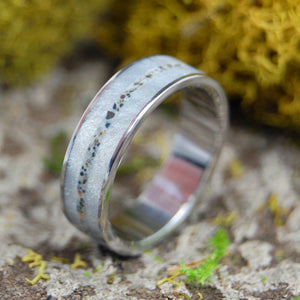 SANDY PATH BETWEEN | Beach Sand & Marbled Resin Wedding Ring - Minter and Richter Designs
