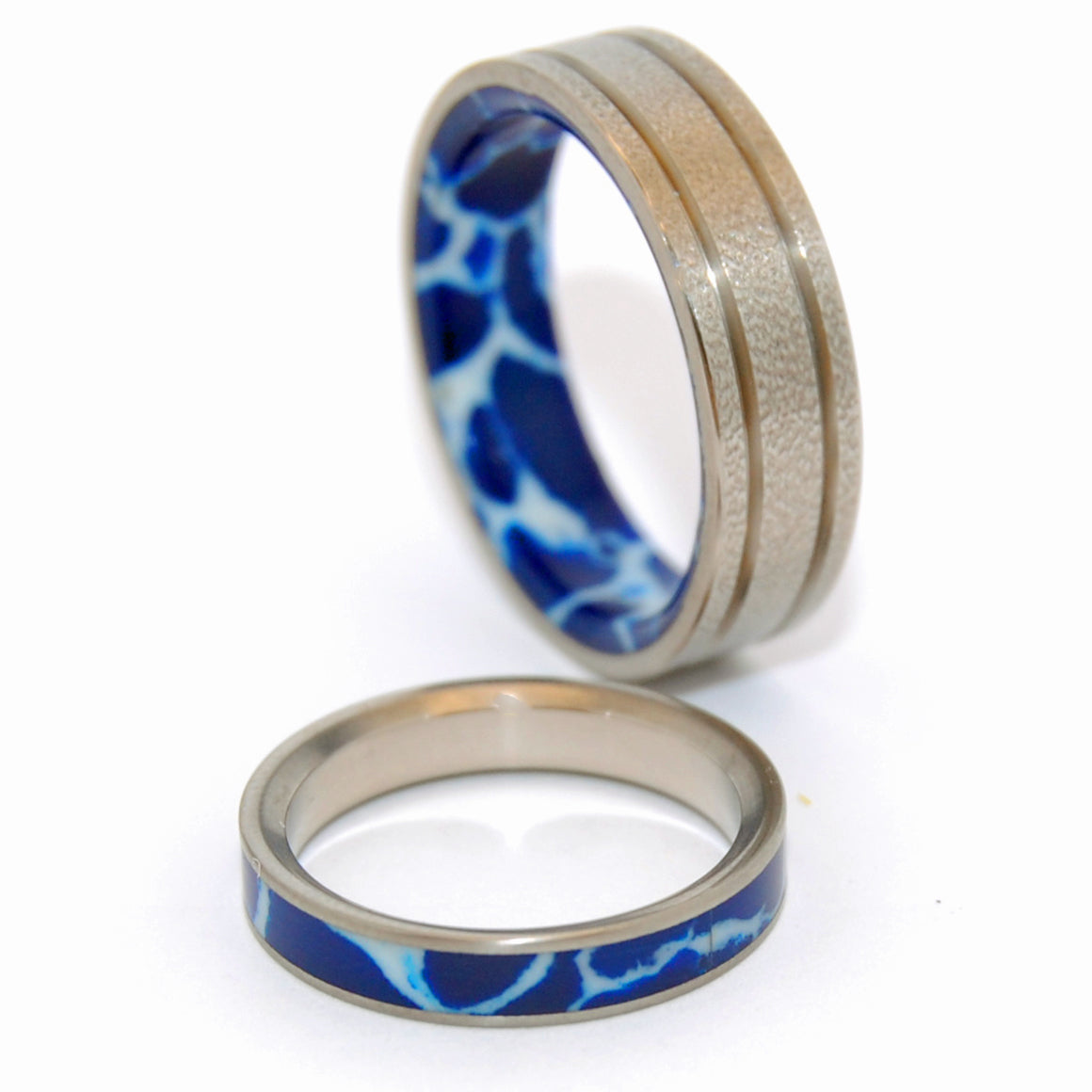 STEP CAREFULLY CRACKED ICE | Cobalt Stone & Titanium - Unique Wedding Rings - Wedding Rings set - Minter and Richter Designs