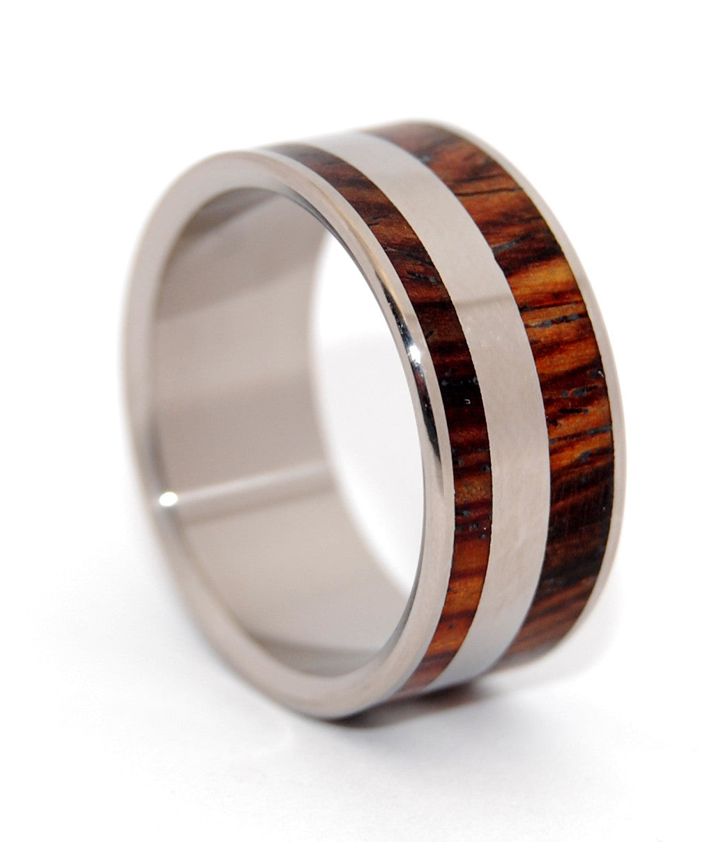 Yes Kez Sirumem | Titanium and Wood Wedding Ring