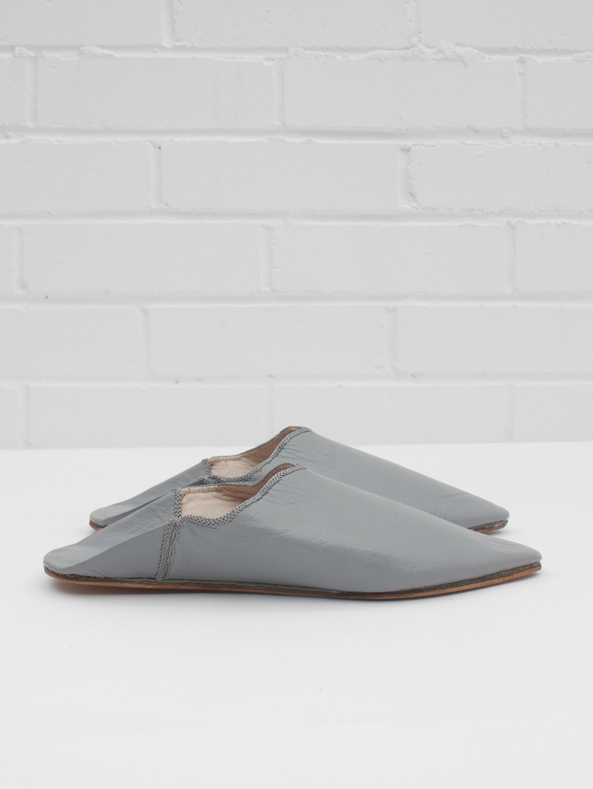 Moroccan Plain Pointed Babouche Slippers, Grey