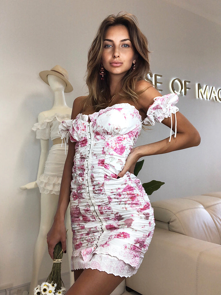 Blogger Trendy Summer Dress, Best Blogger Style Summer Dress, Floral Summer Dress, Best Summer Dress London, Ruched Dress, Bohemian Dress, Boho Chic Dress, Ruched Dress, For Love an Lemons Dress, Revolve Dress, Puff Sleeve Dress, Boho Dress, French Boho Dress, Summer White Dress, Going Out Summer Dress