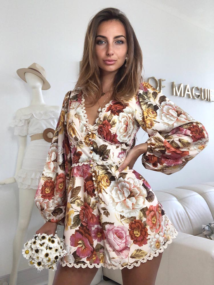 vintage floral playsuits, 70s playsuit, Self Portrait, For Love and Lemons, Faithul to the Brand, Zara Summer Playsuits, Zara Summer Styles 2020, retro playsuit, Summer Playsuits UK, Summer Holidays Playsuits, Floral Playsuits, Best Floral Dresses UK 2020, Best Summer Styles UK 202, Cheap Summer