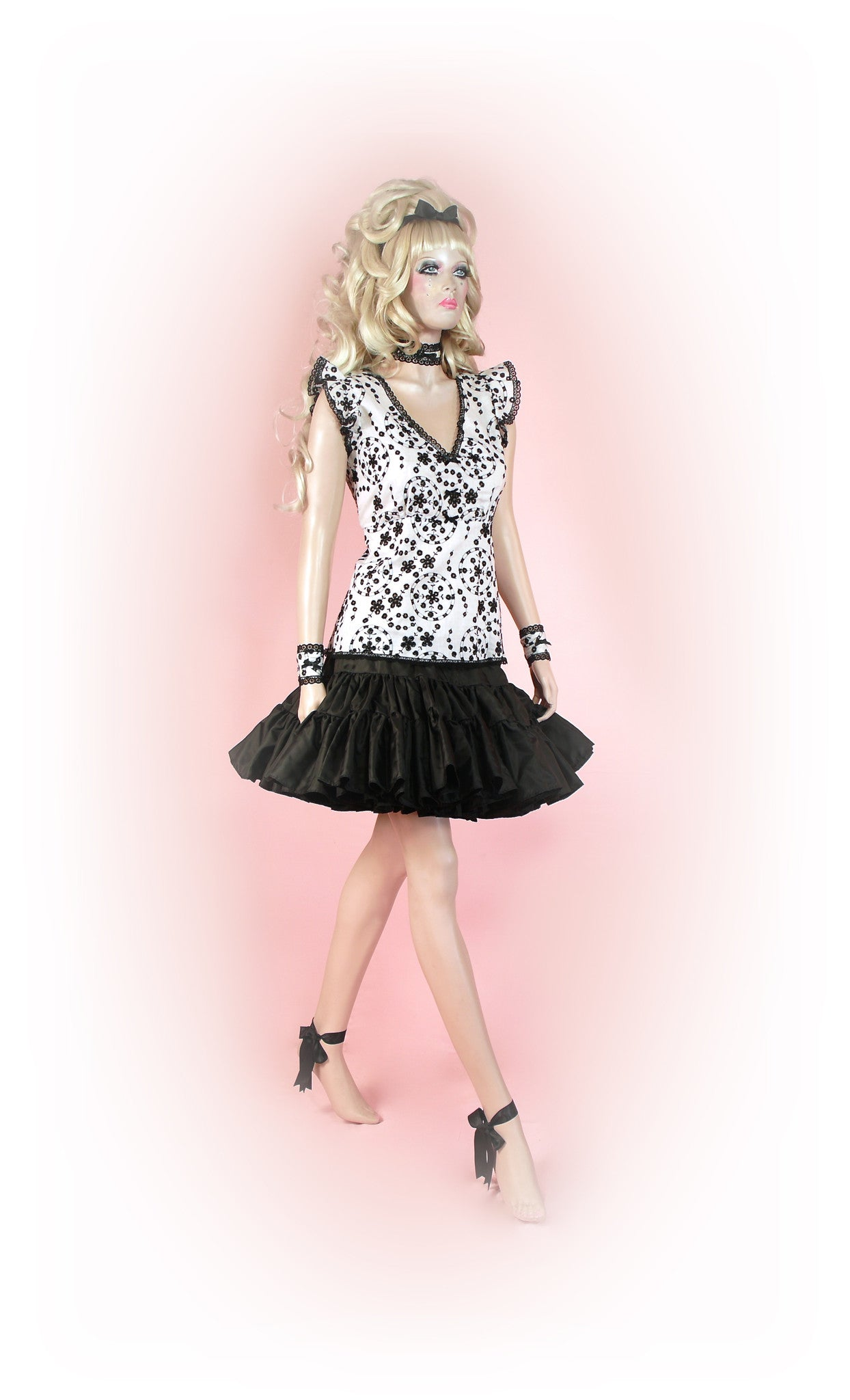 Black and White<br>Dream Anglaise Sleeve
