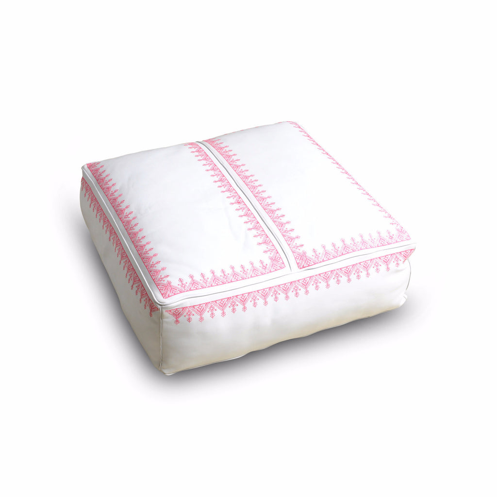 Square Leather seater Issaf, white/Pink. Sku Nr.21U11-99-99-999/001