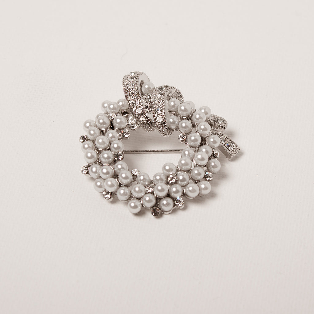 Pearl/Crystal Brooch With Bow