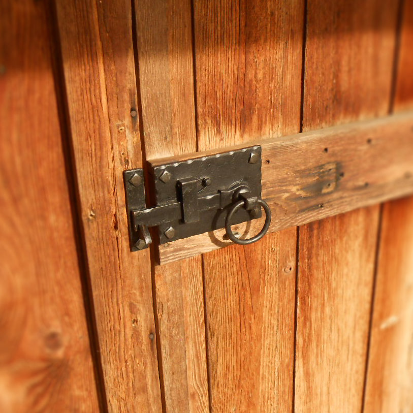 Cottage Latches: Left Hand Or Right Hand?