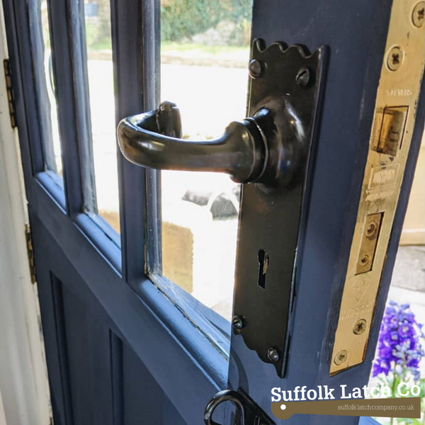 5 lever sash lock lifestyle image with door handle