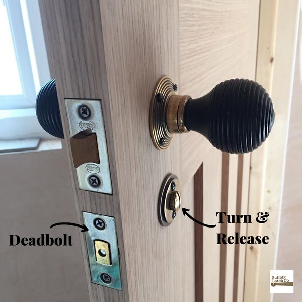 Deadlock, turn & release Beehive door knob bathroom set