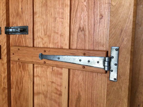 Pewter T Hinge on ledge and brace door
