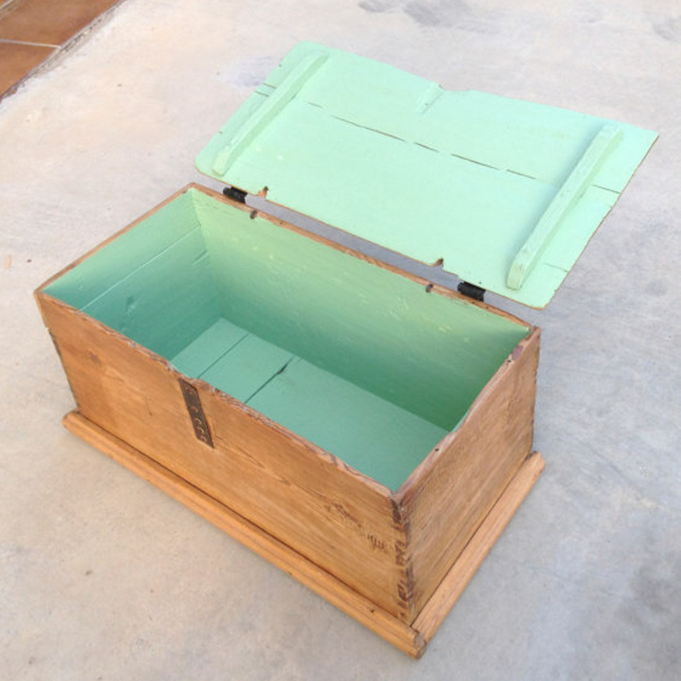 box with butterfly hinges