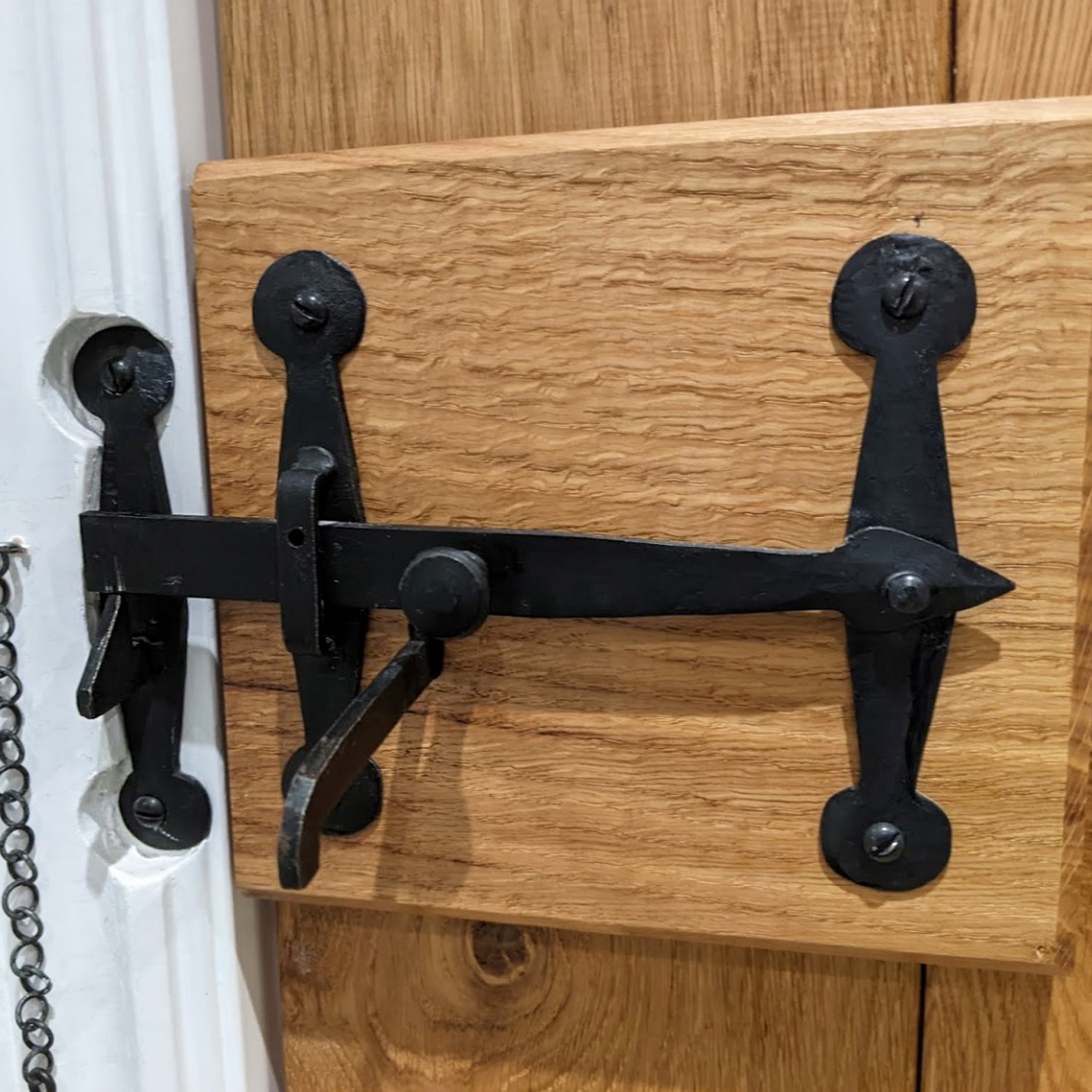 Door fitted with a Suffolk latch with T bar SHOW