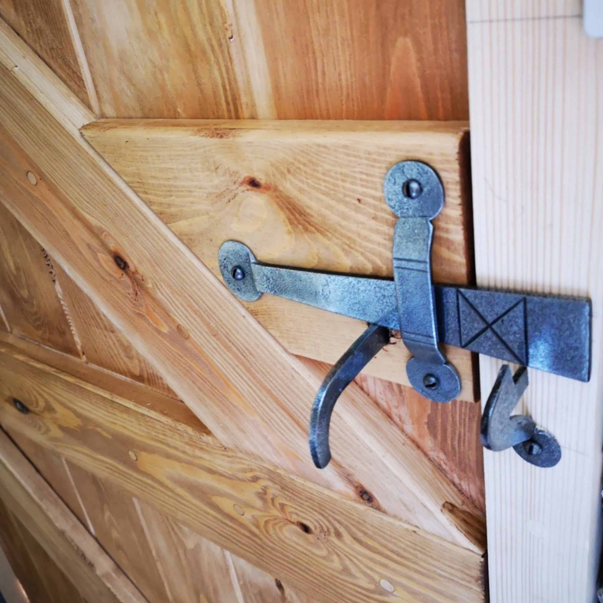 Suffolk Latch in Pewter on door SHOW