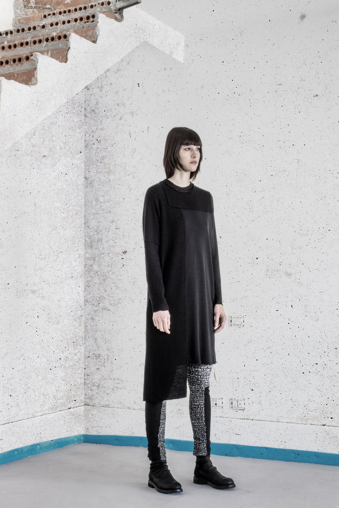 Emerging slow fashion womenswear brand Agata Della Torre Autumn Winter 2017 - Erebus