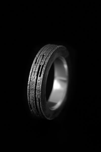 Shop Emerging Slow Fashion Avant-garde Jewellery Brand Møsaïs Silver LOV-R Ring at Erebus