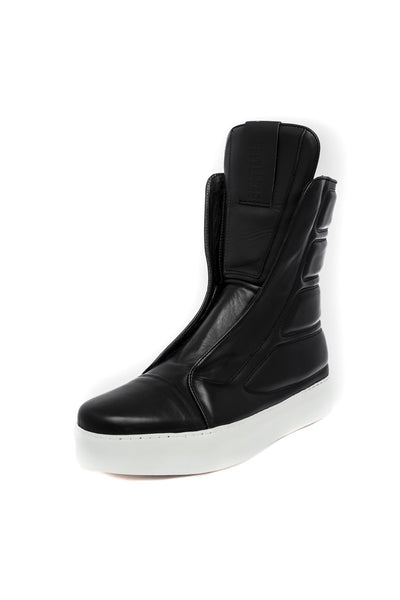 Shop emerging slow fashion unisex shoe brand EZ Lab Sneakers black on white Padded High-Top Full Grain Leather Sneakers - Erebus
