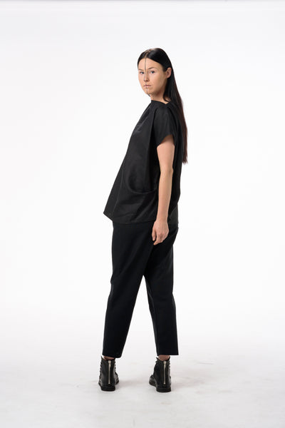 Shop Emerging Dark Conscious Gender-free Designer Lauri Jarvinen Zero Waste Black Linen Boxie Blouse at Erebus