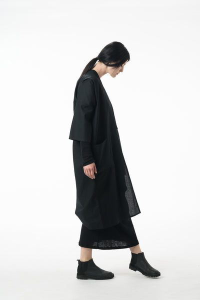 Shop Emerging Dark Conscious Gender-free Designer Lauri Jarvinen Zero Waste Black Cotton Kimono at Erebus