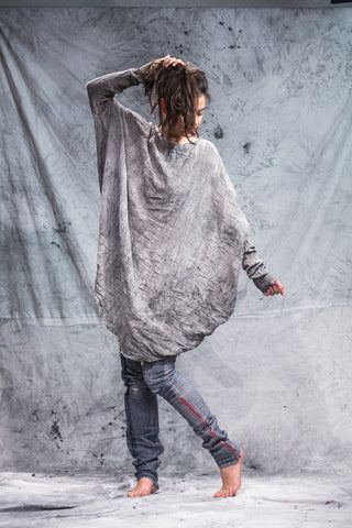 Shop Emerging Slow Fashion Conscious Conceptual Brand Things I Miss Hand-dyed Grey Organic Cotton Gauze Simetrični Krog Top at Erebus