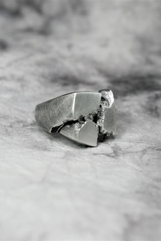 Shop Emerging Slow Fashion Avant-garde Jewellery Brand Gothmos Silver Separation Anxiety Diamond Ring at Erebus