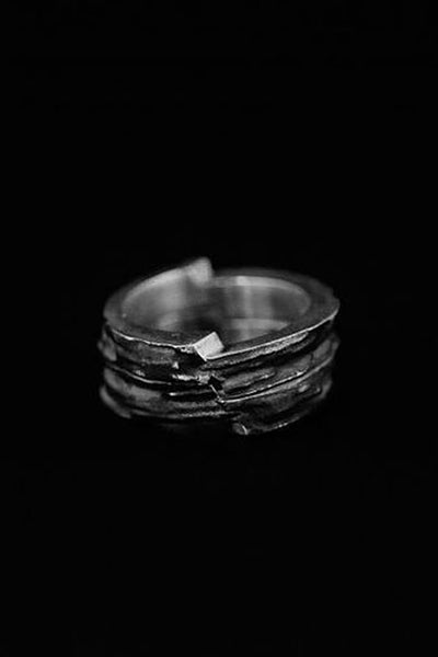 Shop Emerging Slow Fashion Avant-garde Jewellery Brand Mosais Silver Excelsa Ring Set at Erebus