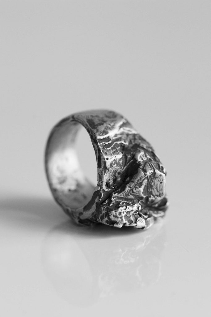 Shop Emerging Avant-garde Jewellery Brand OSS Stone M Ring at Erebus