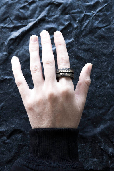 Shop Emerging Avant Garde Jewellery Brand Surface/Cast Blackened Bronze Split Medium Ring at Erebus