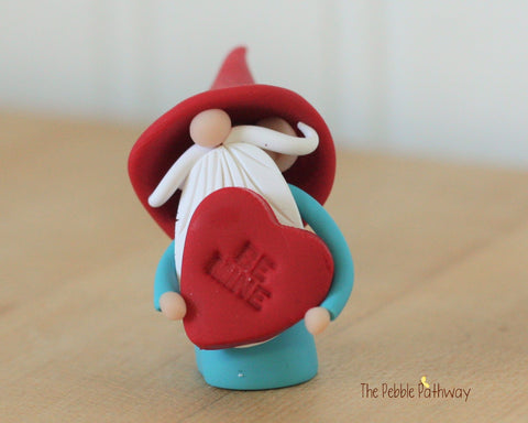 Valentine Gnome holding Be Mine Heart - Love Gnome - 0322