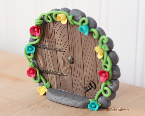 Round fairy door that stands on it's own with key and flowers 0612 - ThePebblePathway