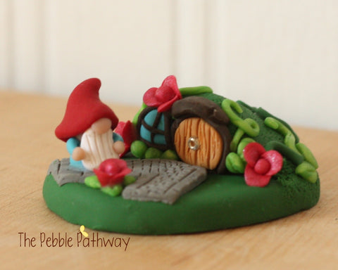 Gnome and gnome home 0112