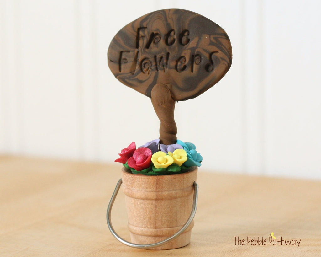 Free Flowers Sign with Bucket of Flowers - Miniature Fairy Garden Accessory - Terrarium decoration 0500 - ThePebblePathway