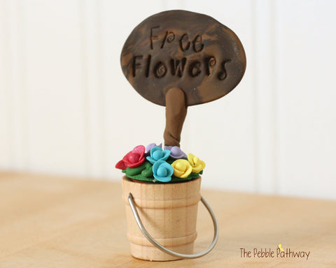 Free Flowers Sign with Bucket of Flowers - Miniature Fairy Garden Accessory - Terrarium decoration 0504 - ThePebblePathway