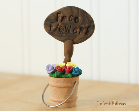 Free Flowers Sign with Bucket of Flowers - Miniature Fairy Garden Accessory - Terrarium decoration 0505 - ThePebblePathway
