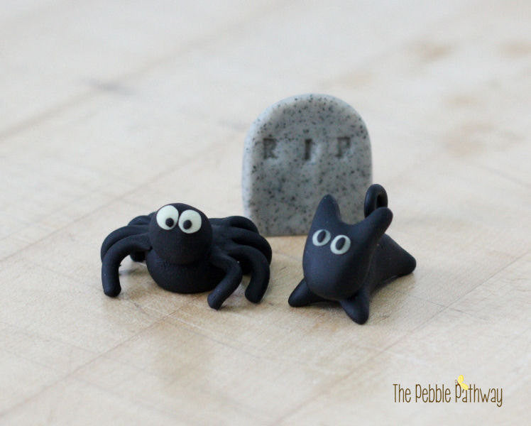 Fairy Garden Halloween Decorations Miniature spider, cat, and headstone - Set of 3 - ThePebblePathway